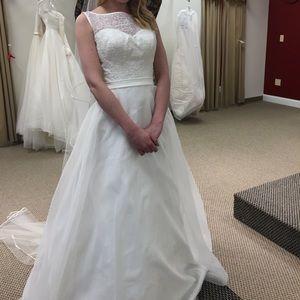 Dresses & Skirts - Size 4 Wedding Dress Ivory. New and beautiful.